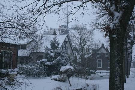 Resize_of_molen_in_sneeuw_2_2012200