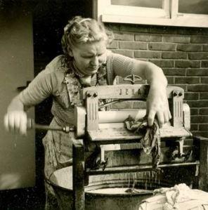 Resize of MoeBlaauw met wringer 1960