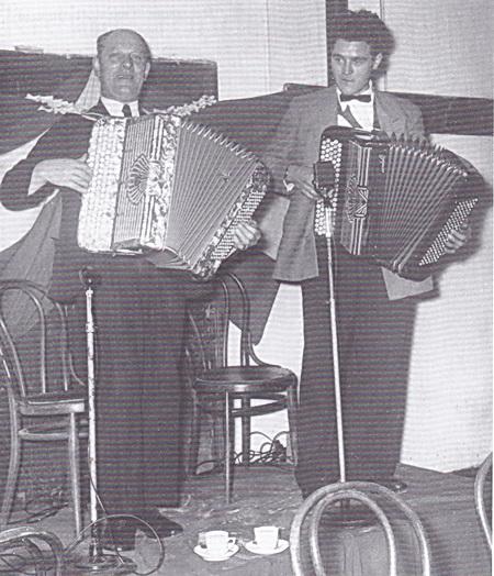 vader en zoon Kuipers op de accordeon