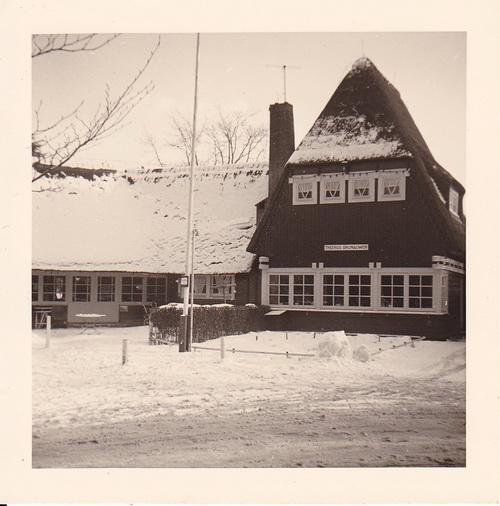 """Eigen foto van het theehuis nabij de jeugdherberg in Bunnik, voorzien van dezelfde naam """"Rijnouwen"""""""