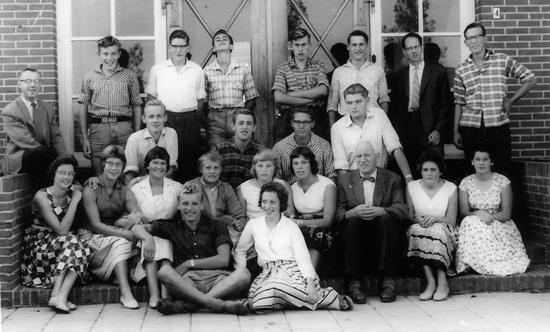 Foto uit de Scheemder ULO-periode (1956-1960) met vooraan, met fikse haardos, Hemmo Blaauw