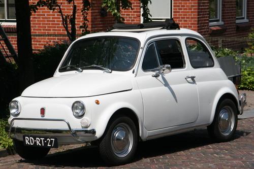 Tot slot, aan de Oosterweg, de oldtimer van Jaap Sikkema, de prachtige Fiat 500 (Als ik het goed heb....)