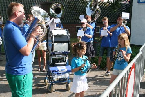 """O ja, de """"Blaauwbloezen"""" uit MIddelstum, muzikale gasten uit Noord-Groningen, een """"leuke"""" surprise!"""