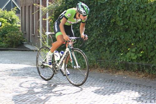 Niels Potze heeft de mannenstrijd in zijn voordeel beslist, Hartthijs de Vries (Kollum) werd een goede tweede, Jelle Wolsink nummer 3. En de dames zijn met inrijden begonnen... Is dit de winnares van vorig jaar? Janneke Ensing?