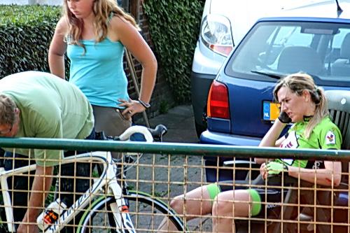 """Tja, op zo'n moment kan ik me voorstellen dat je als renster denkt: """"Is dit wel een leuke sport?"""" En toch..... Gauw weer op de fiets, Ingrid!"""