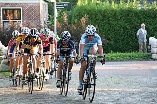 Hier de achtervolgende groep die in gedachten al met de sprint voor plaats 2 en 3 bezig is. Die plaatsen zijn uiteindelijk voor Sarah Roy en Moniek Tenniglo! Gelukgewenst!