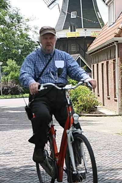 Geen grote ondersteunende ploeg medewerkers meer onder aanvoering van Tweewielerspecialist Klaas de Vries. Hier symbool voor al die bereidwillige medewerkers!