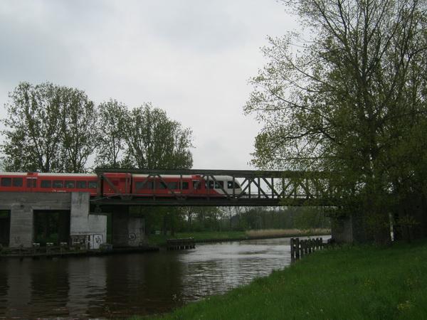 spoorbrug met Arrivatrein anno 2013