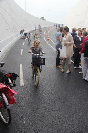Noordhorn verlegde n355 in gebruik opening naamgeving tunnel fiets m d r in 15 09 2014 - Dr picture essing onder helling ...