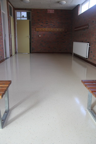 kleedruimte sportgebouw Oosterweg 04032015