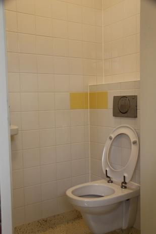 toilet sportgebouw Oosterweg 04032015